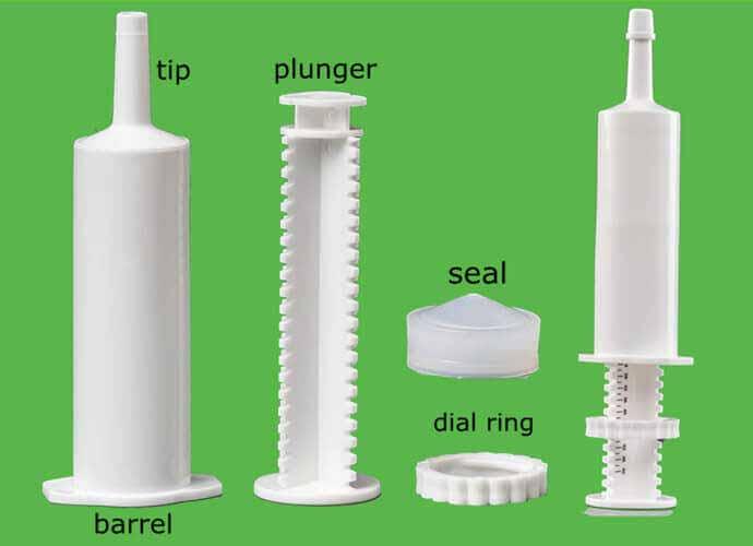 Dose syringe plastic plunger